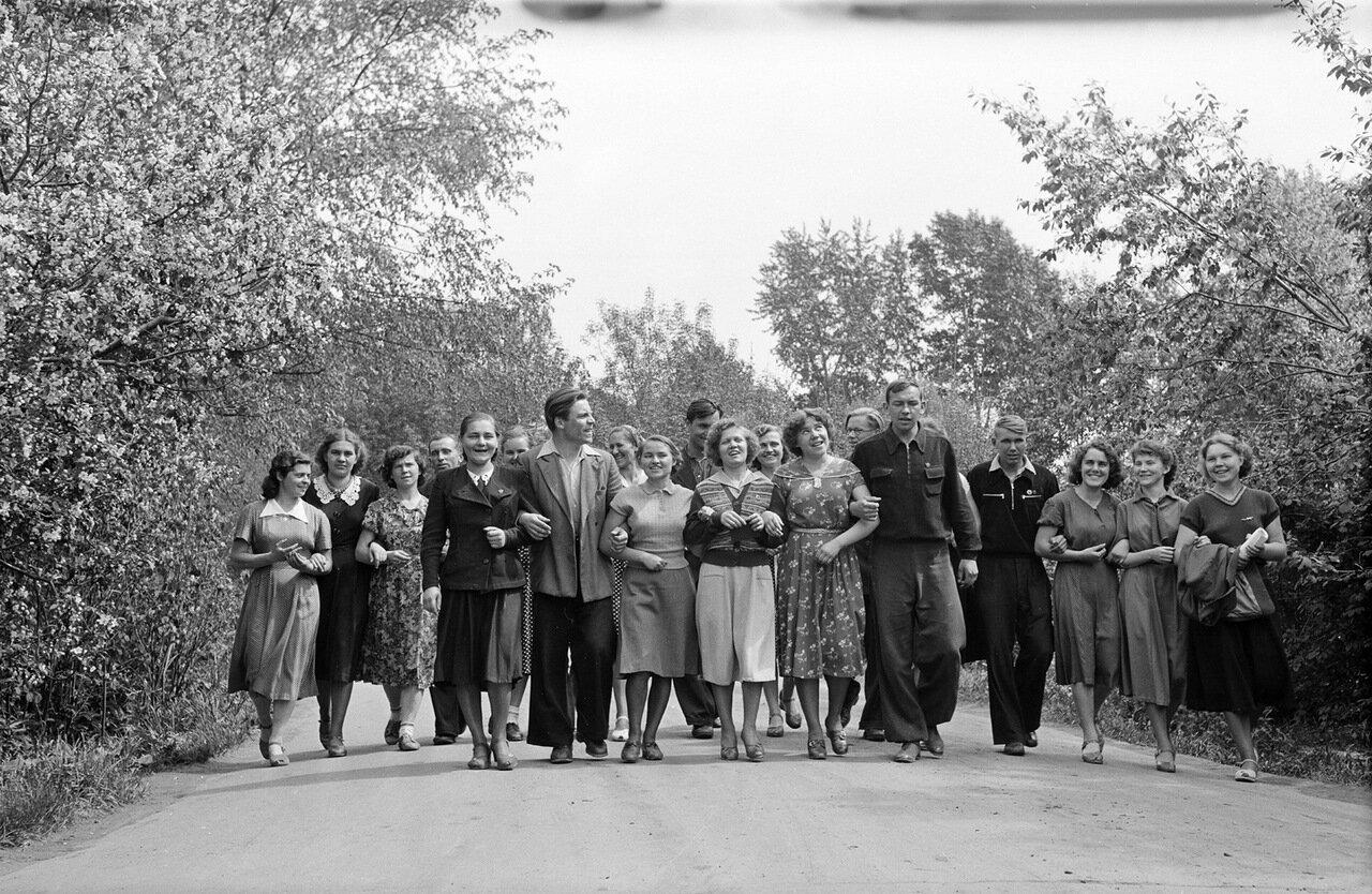 Студенты в парке