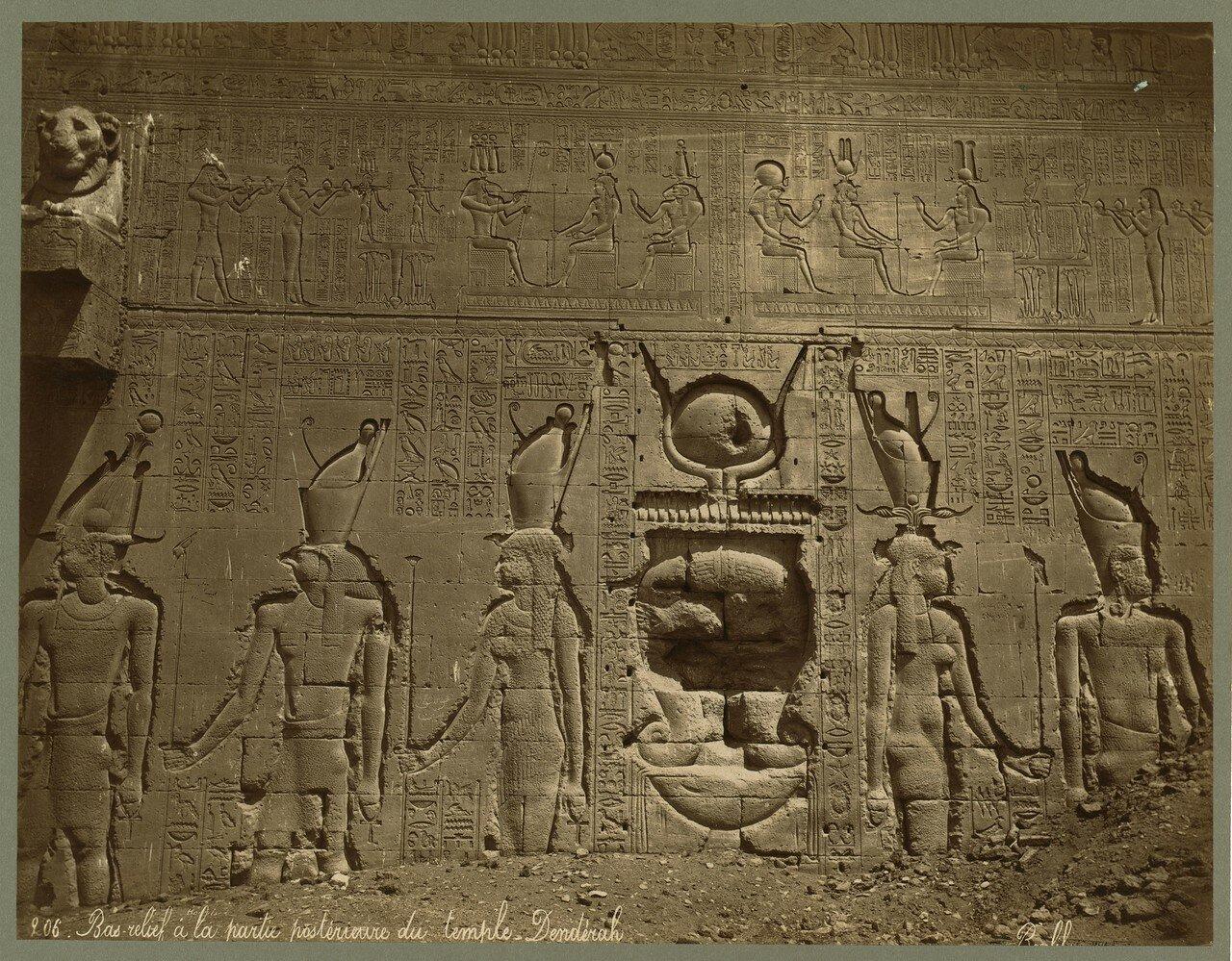 Дендера. Барельеф в задней части храма Хатхор