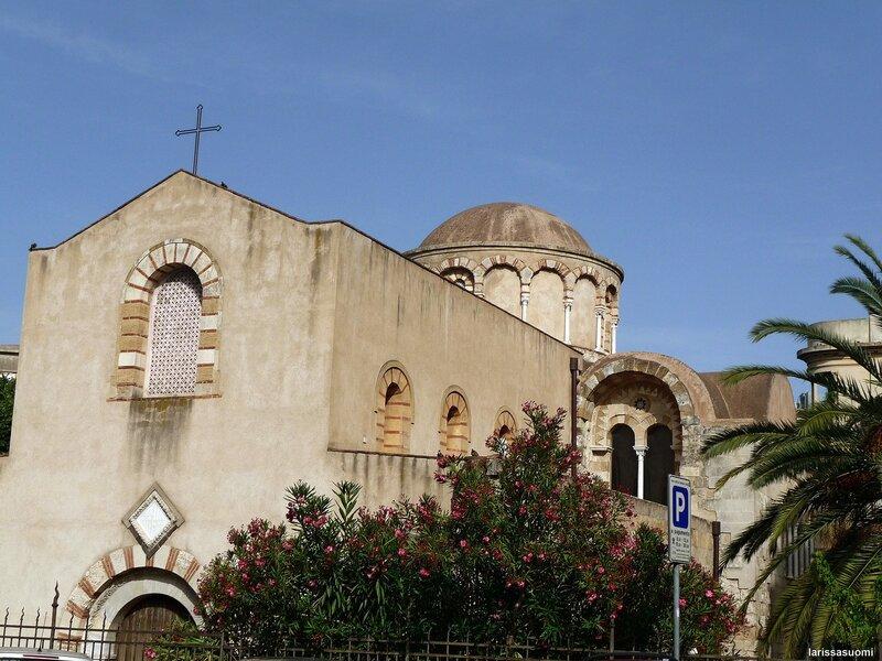 Церковь Santissima Annunziata dei Catalani.
