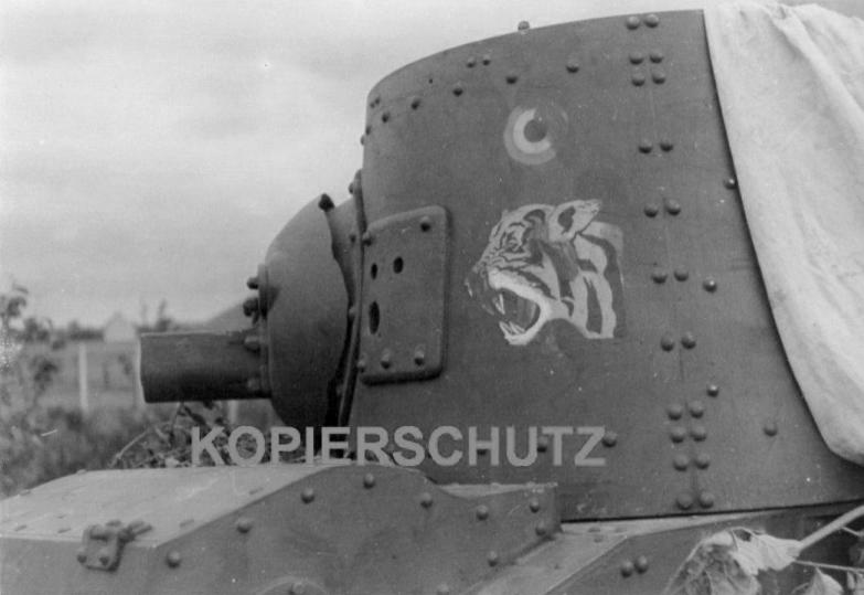 Изображение тигра на бельгийском танке Vickers T.15.