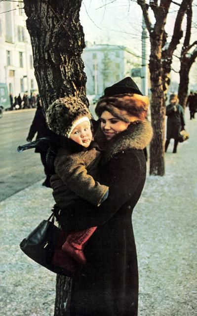 164 Молодая мама с ребенком на улице Иркутска.jpg