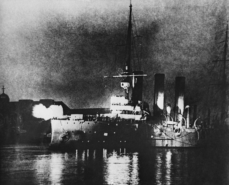 """От команды крейсера """"Аврора"""" из 1917"""