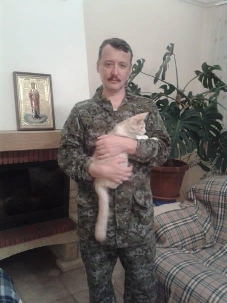 Стрелков_с_котом.jpg