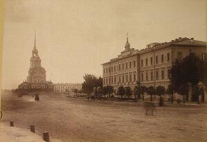 Вид здания гимназии, где помещалась выставка Императорской академии художеств.