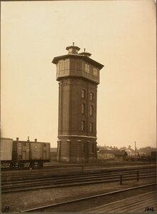 Вид на водонапорную башню у станции. Псков г.