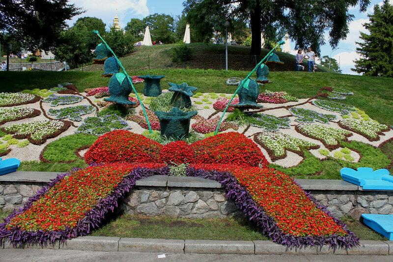 Композиция Колокольчики певческое поле киев украина цветы выставка