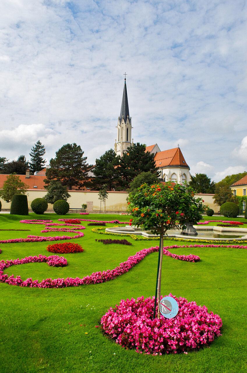 Пасторальные картинки парка дворца Шёнбрун