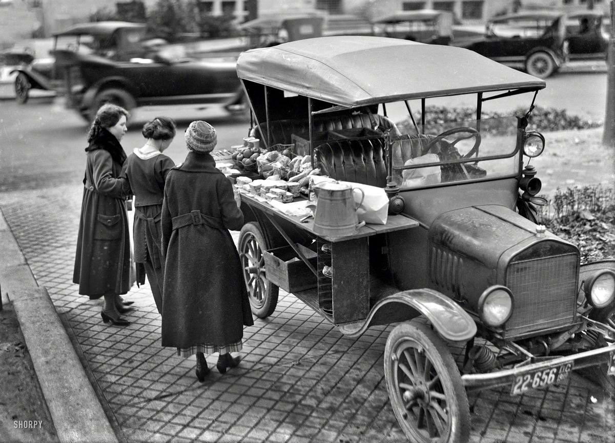 Автолавка уличной продажи сэндвичей и бутербродов в обеденное время  (Вашингтон, 1919 год)
