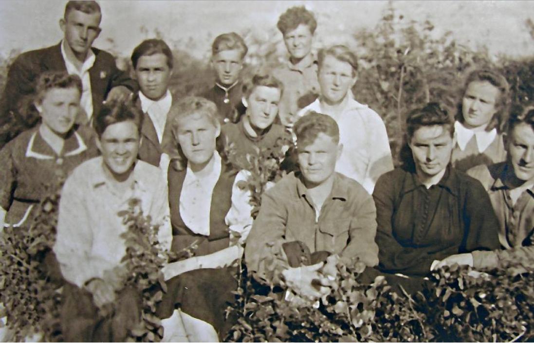 Дети спецпереселенцев, выросшие на берегах моря Лаптевых. Якутия. Фото начала 1950-х.