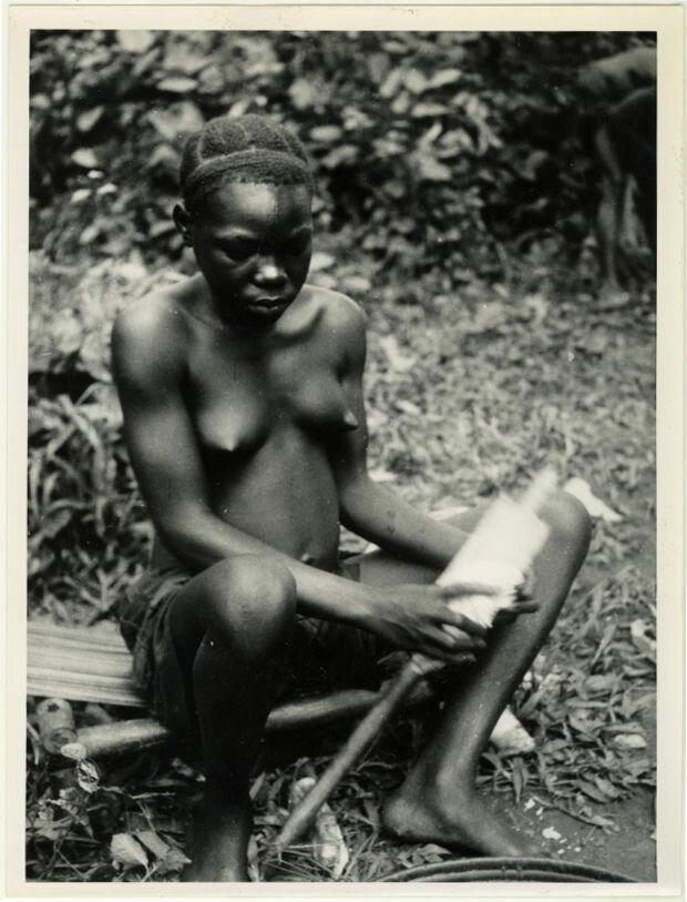 1946. Девушка племени буджая