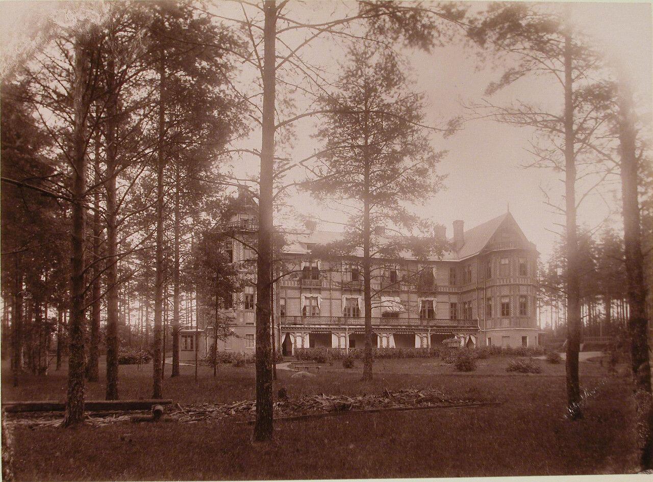 14. Вид здания Мариинского отделения (для детей) санатория (с южной стороны)