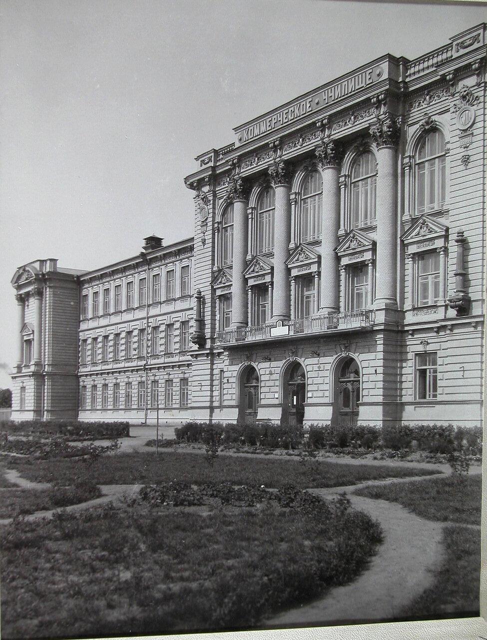 02. Вид части фасада здания коммерческого училища