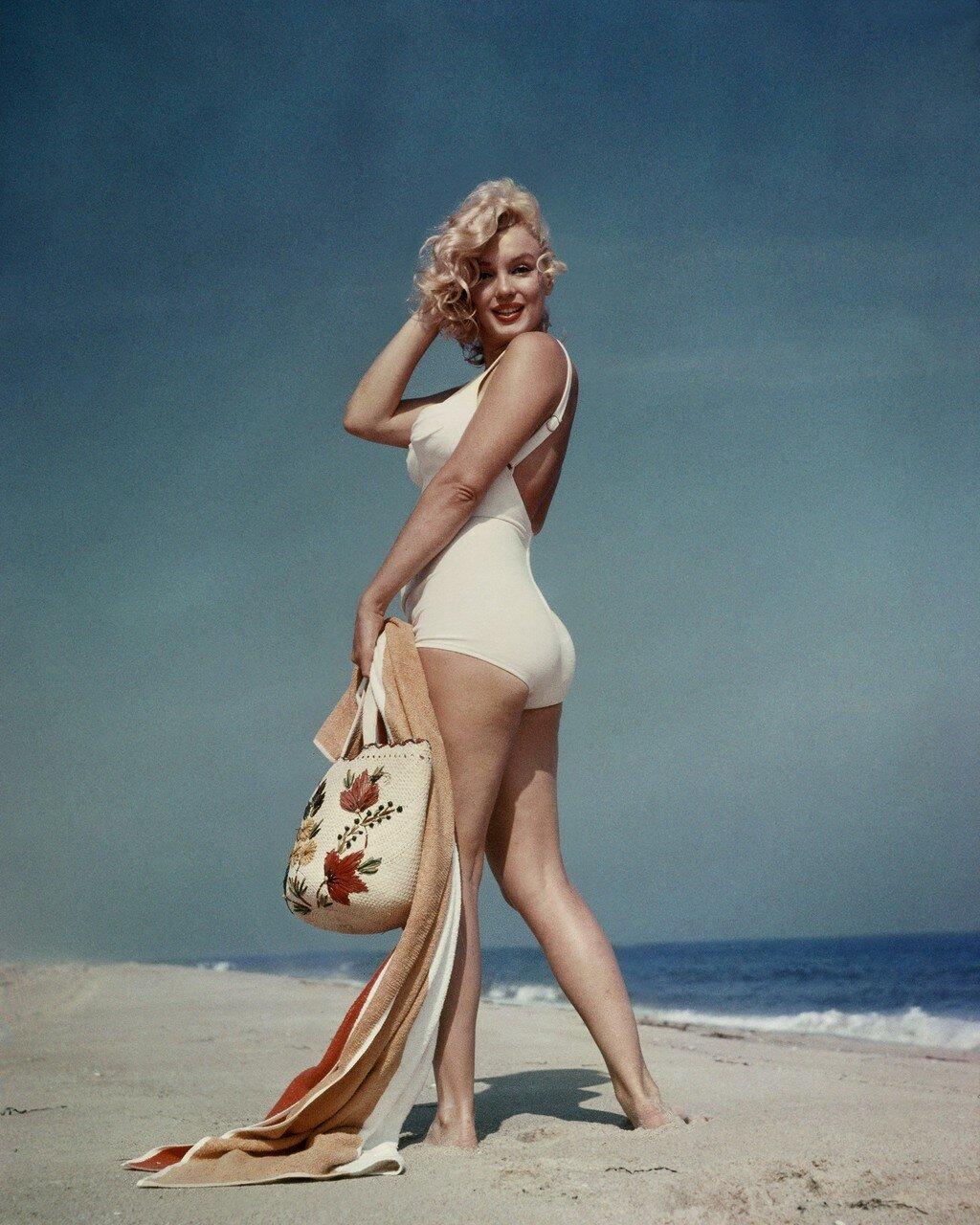 MARILYN MONROE, AMAGANSETT BEACH, LONG ISLAND, NEW YORK, AMERICA - 1957