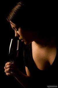 Девушка с фужером (вино, фужер)