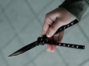Разбой у банкомата: наедине с ножом и налётчиками
