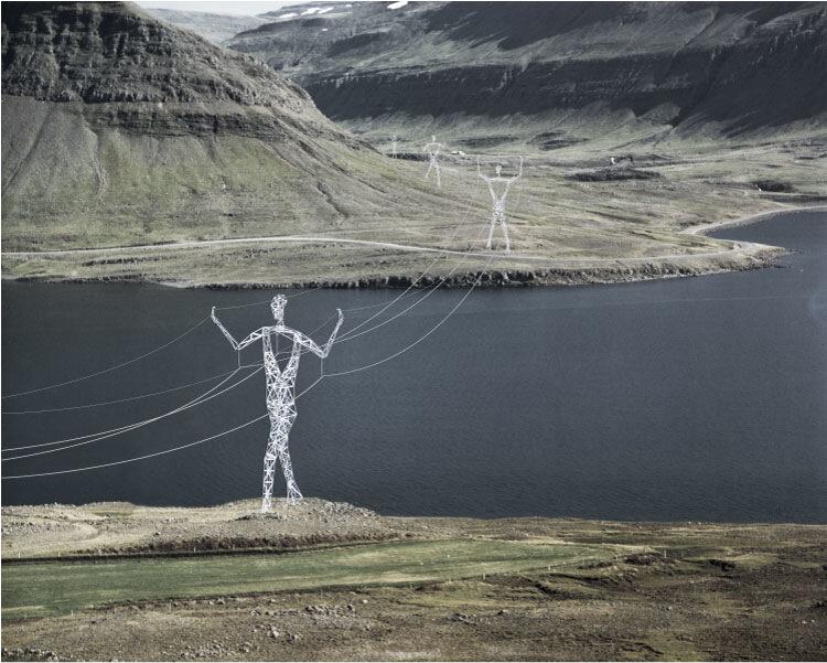 гигантские памятники алектроопоры в Исландии
