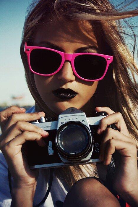 девушка и камера