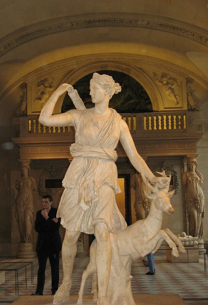 800px-Artemis_Louvre.jpg
