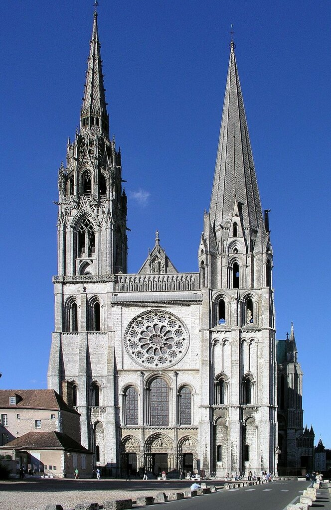 800px-Westfassade_Chartres.jpg