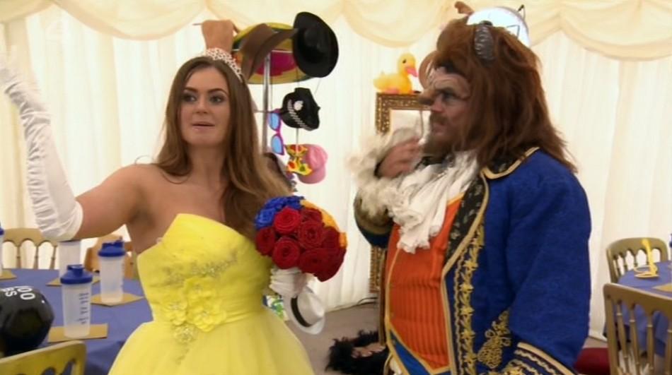 Жених шокировал невесту и родню, устроив свадьбу в стиле «Красавицы и чудовища»