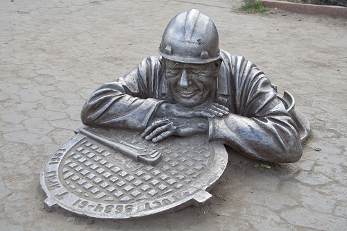 Памятник работникам коммунальных служб в Омске открытки фото рисунки картинки поздравления
