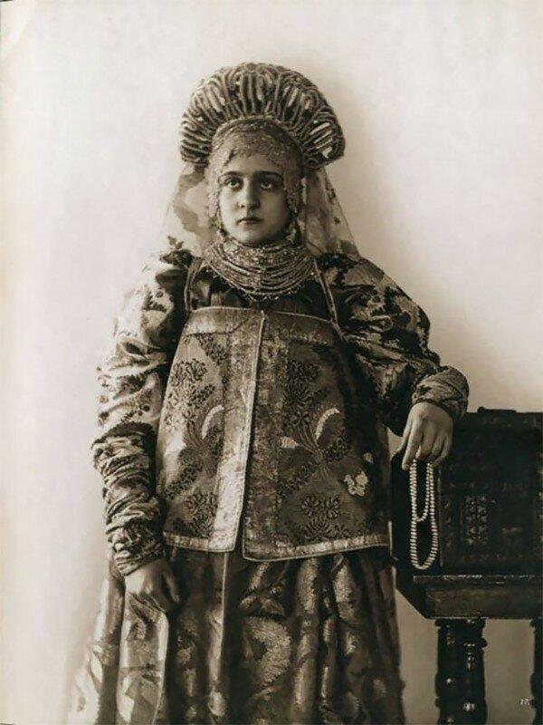 0 17a7e3 761315c3 XL - Девушки в древних славянских костюмах на старинных фотографиях