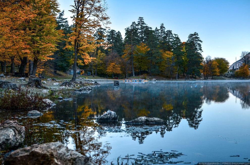 19. В республике имеется изобилие водных ресурсов: около 130 высокогорных озёр, множество гор