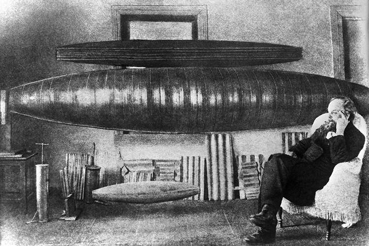 Константин Эдуардович Циолковский скончался от рака желудка 19 сентября 1935 года, на 79-м году