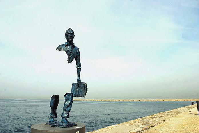 Расширение, США   Скульптура Пэйдж Брэдли представляет собой 2-х метровую компо
