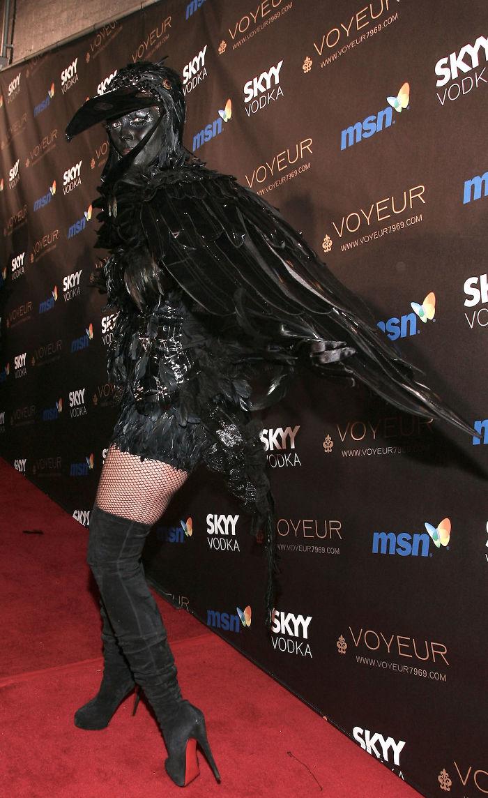 2009 год: ворона    Именно с 2009 года Хайди стала собирать собственные вечерин