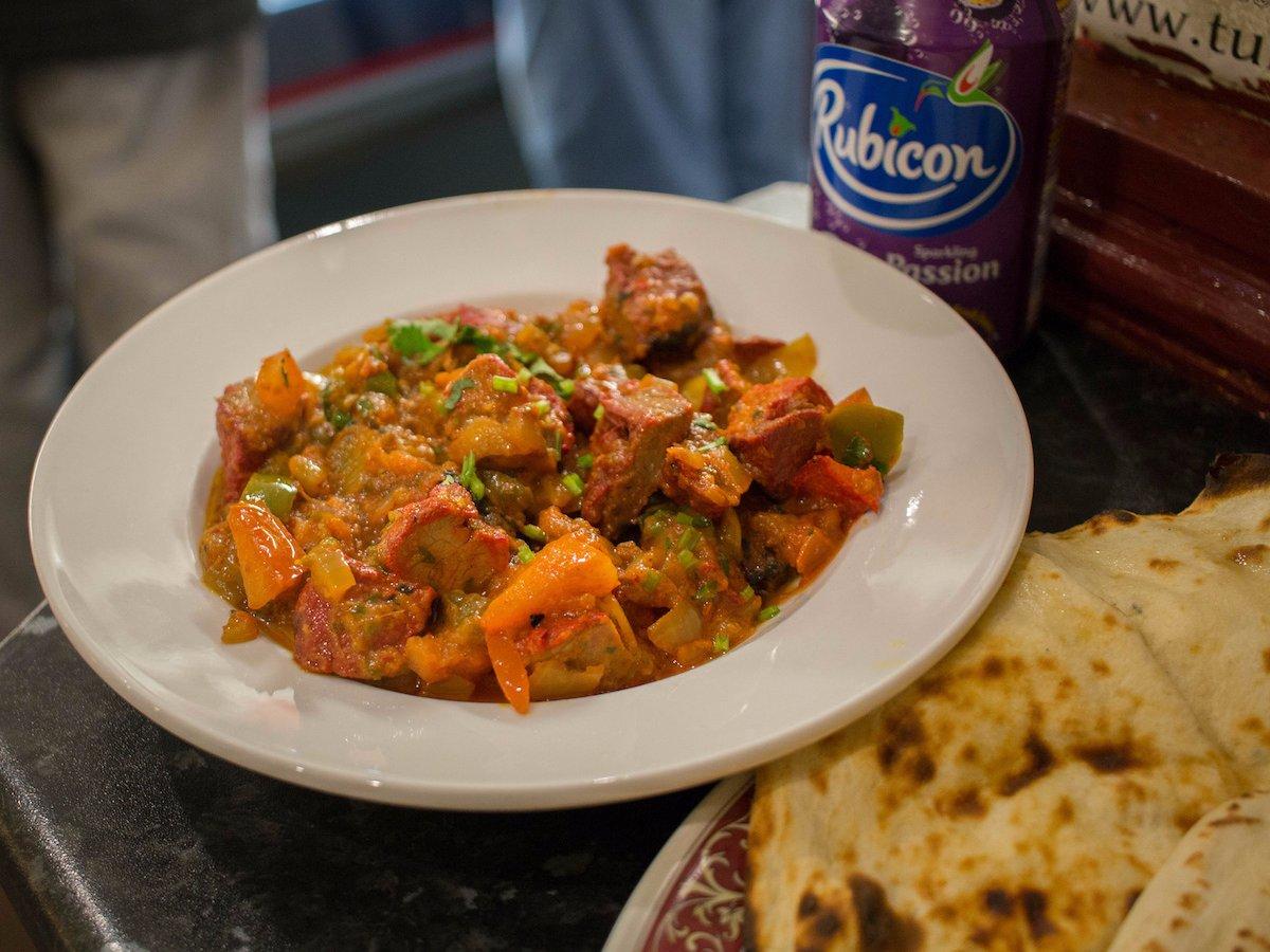 Соус карри — универсальный соус для многих блюд.