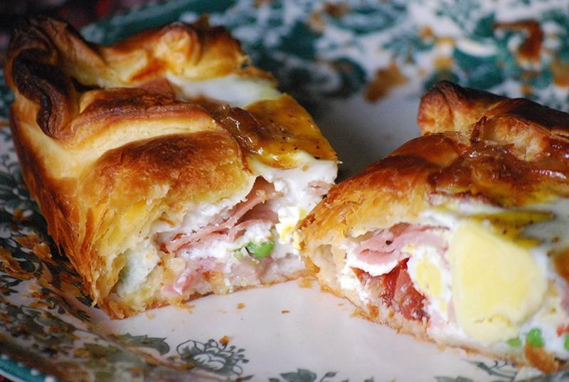 24. Новая Зеландия: пирог с беконом и яйцами   Этот пирог состоит из бекона, яиц, лука, гороха,