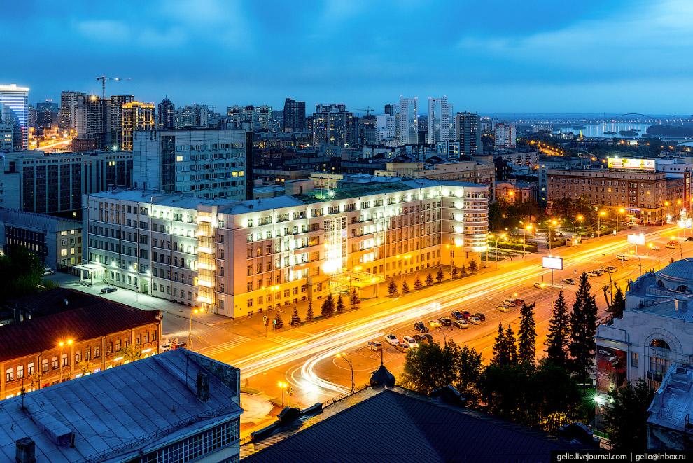 28. «Стоквартирный дом» — пожалуй, самый знаменитый жилой дом Новосибирска. Построен в 1934-37 годах