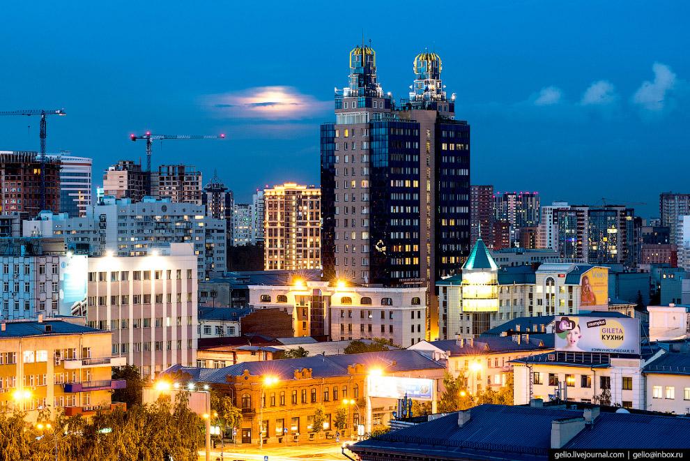 31. «Бэтмен» — не единственное прозвище видного здания. Также его называют «Рогатым», «Синей вилкой»