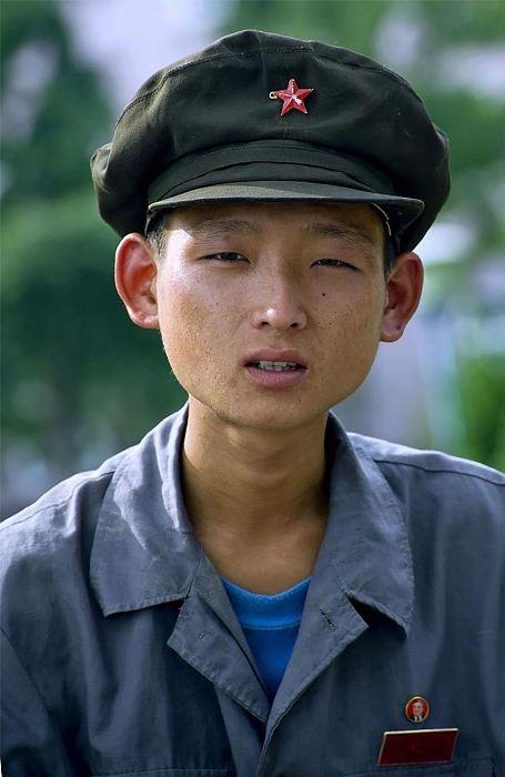 В Северной Корее запрещено фотографировать людей с явными признаками измождения и недоедания.