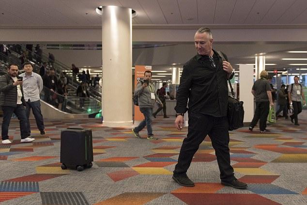 Душ для ленивых и чемодан-преследователь: в Лас-Вегасе представили гаджеты будущего (8 фото)