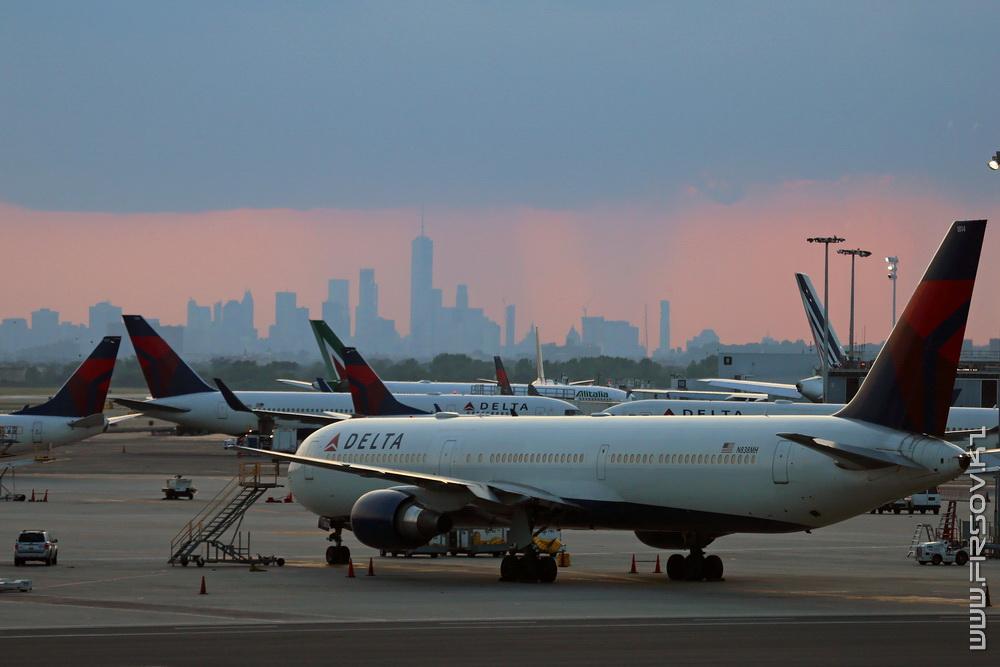 B-767_N838MH_Delta_Air_Lines_1_JFK_resize (2).jpg