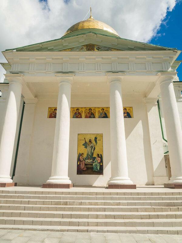 Михайловский собор – самый большой храм в монастыре.