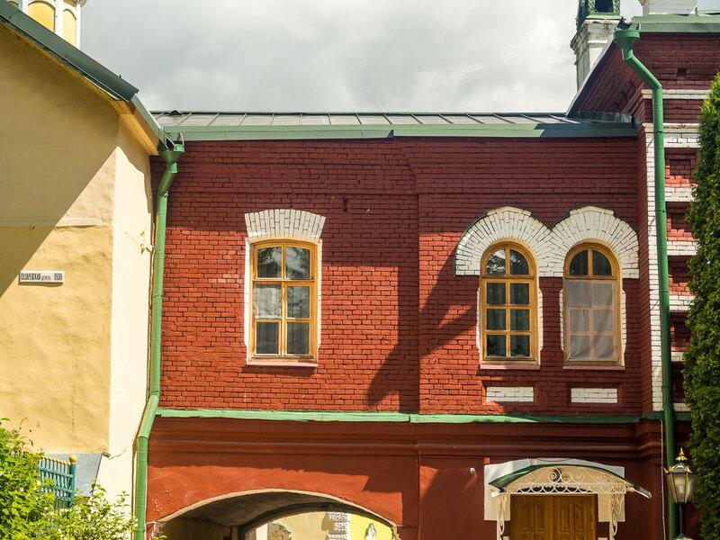 Церковь с прилежащим к ней зданием устроена при Архимандрите Петре (Можайском) между 1792 и 1800 годами.