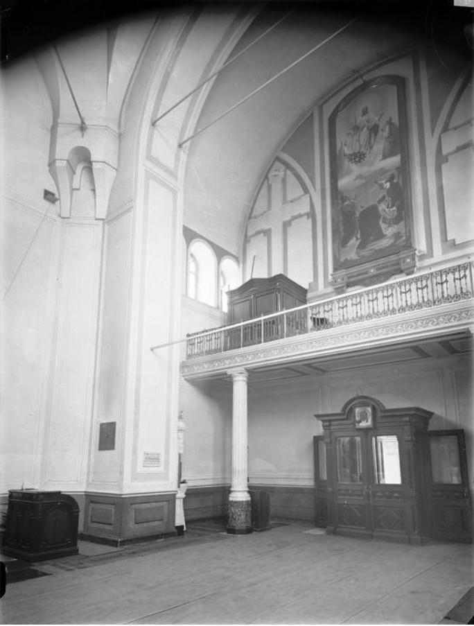Церковь Козьмы и Домиана (внутренний вид)