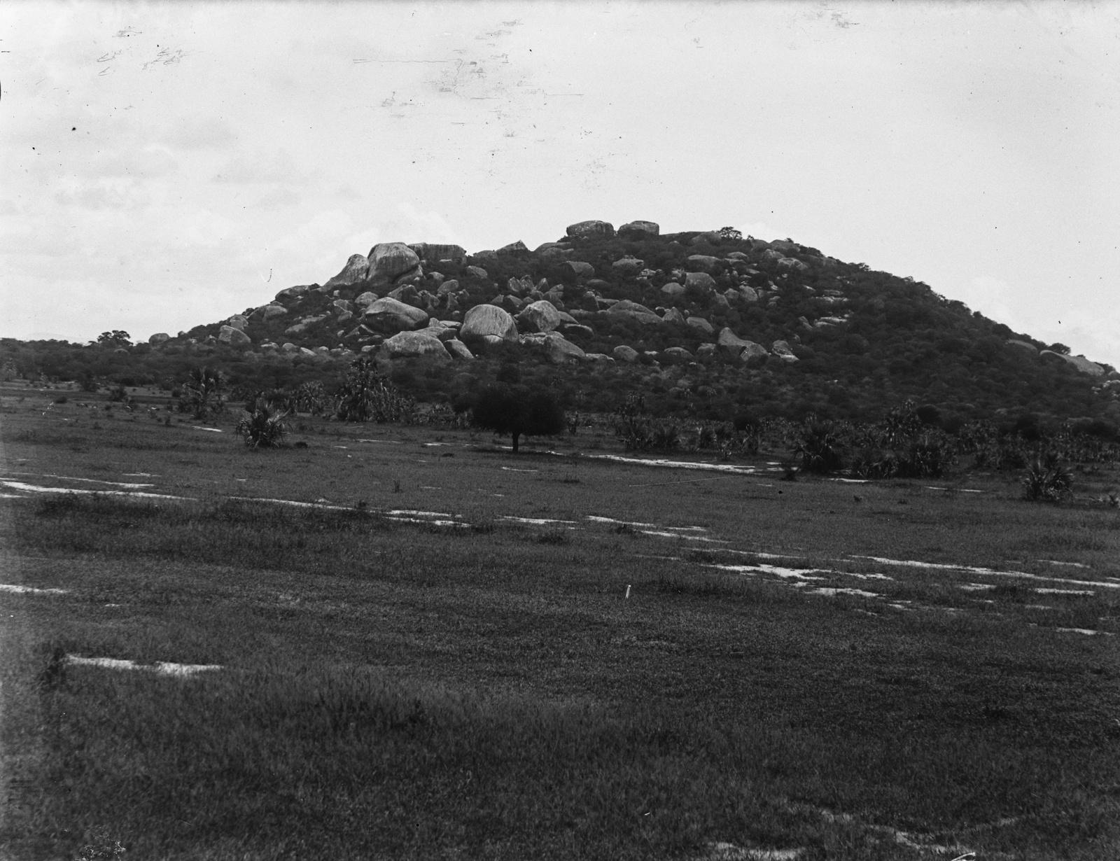 123. Скалистый холм