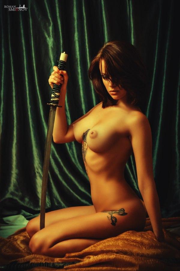 Скачать фото голых девушек с холодным оружием 55901 фотография