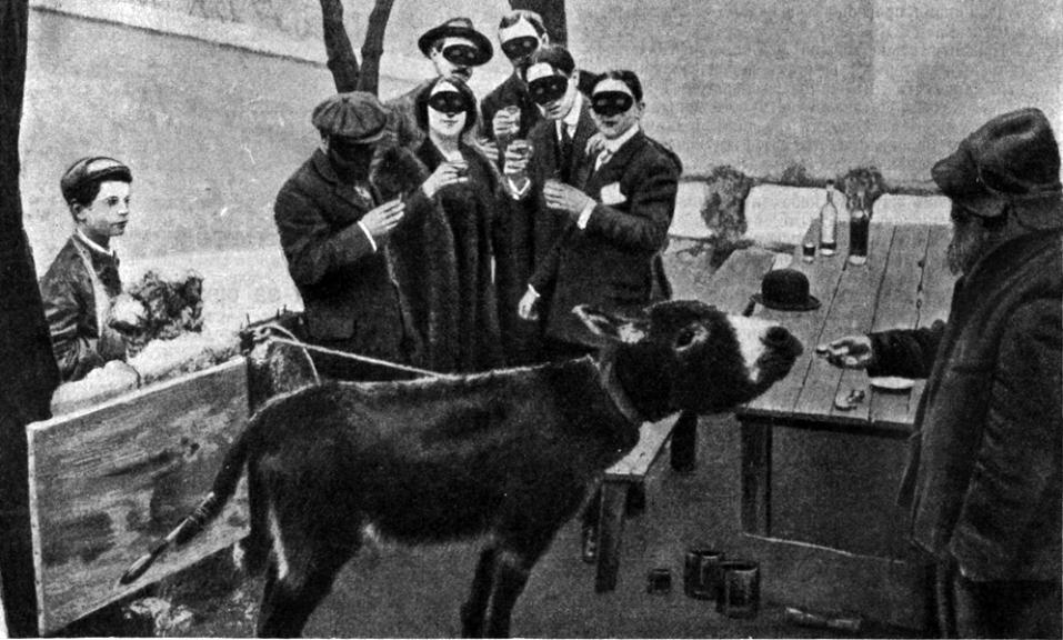 Фотография «процесса творчества» из журнала «Нива» 1910, №17 (С. 327)