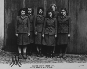 Гертруд Нойманн, Хильдегард Камбах, Ильзе Штайнбуш, Марта Линке, Герта Боте и Магдалене Кессель после ареста. 02 мая 1945
