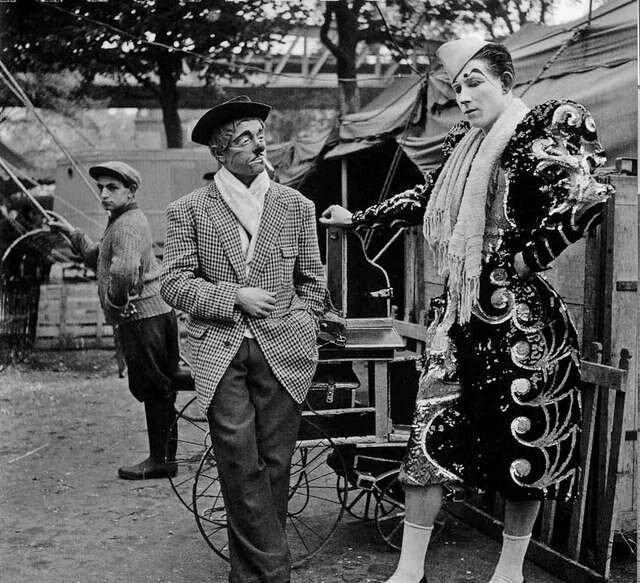 1951. Клоуны