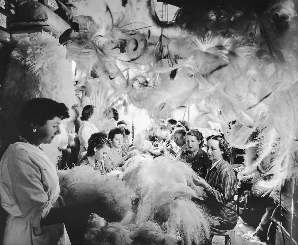 1954. Подготовка перьев для дома Ферре