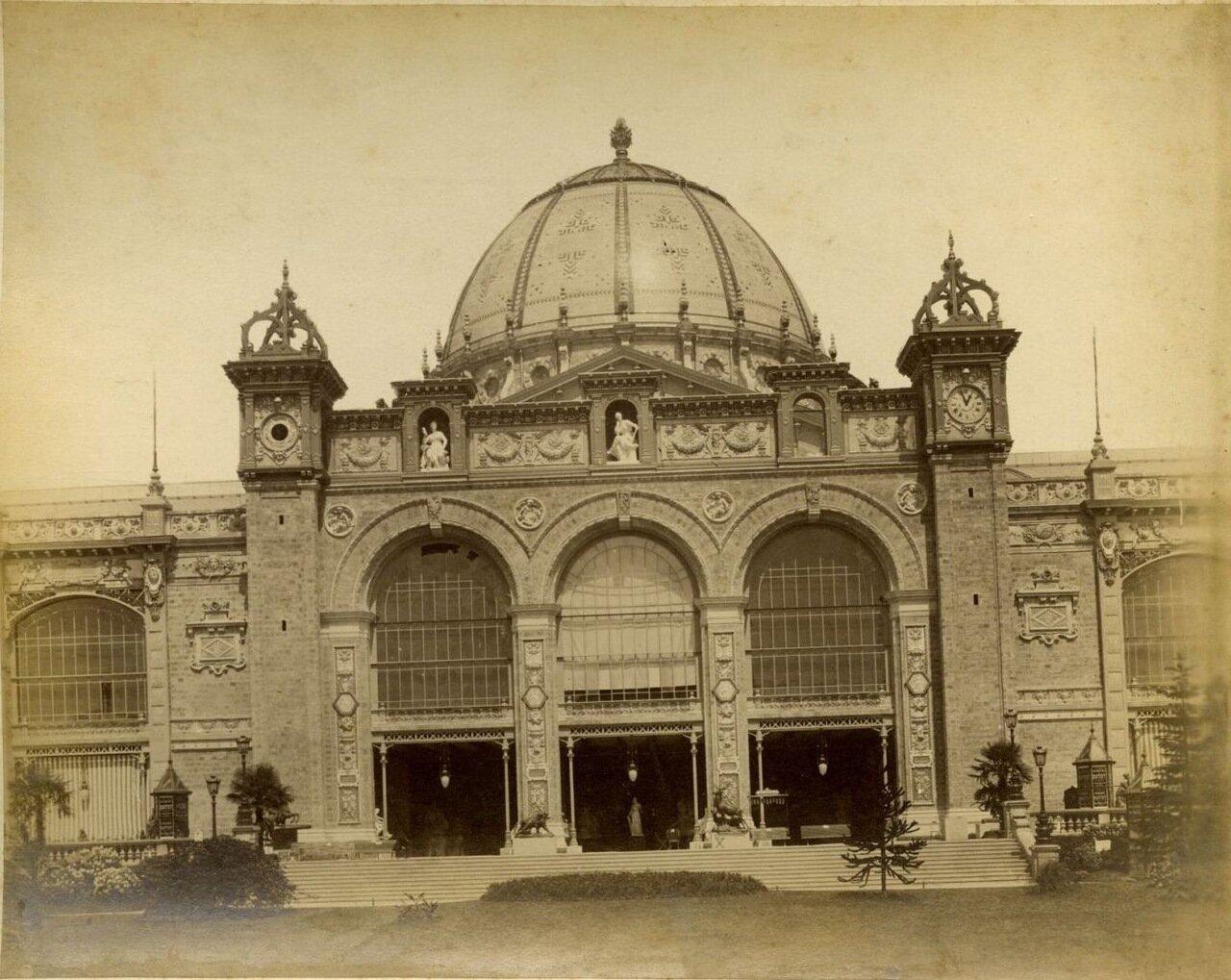 Главное здание Выставки. Вход