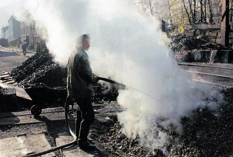 Работающие на угле ТЭЦ - например, эта, в городе Слюдянка - тоже являются источником загрязнения