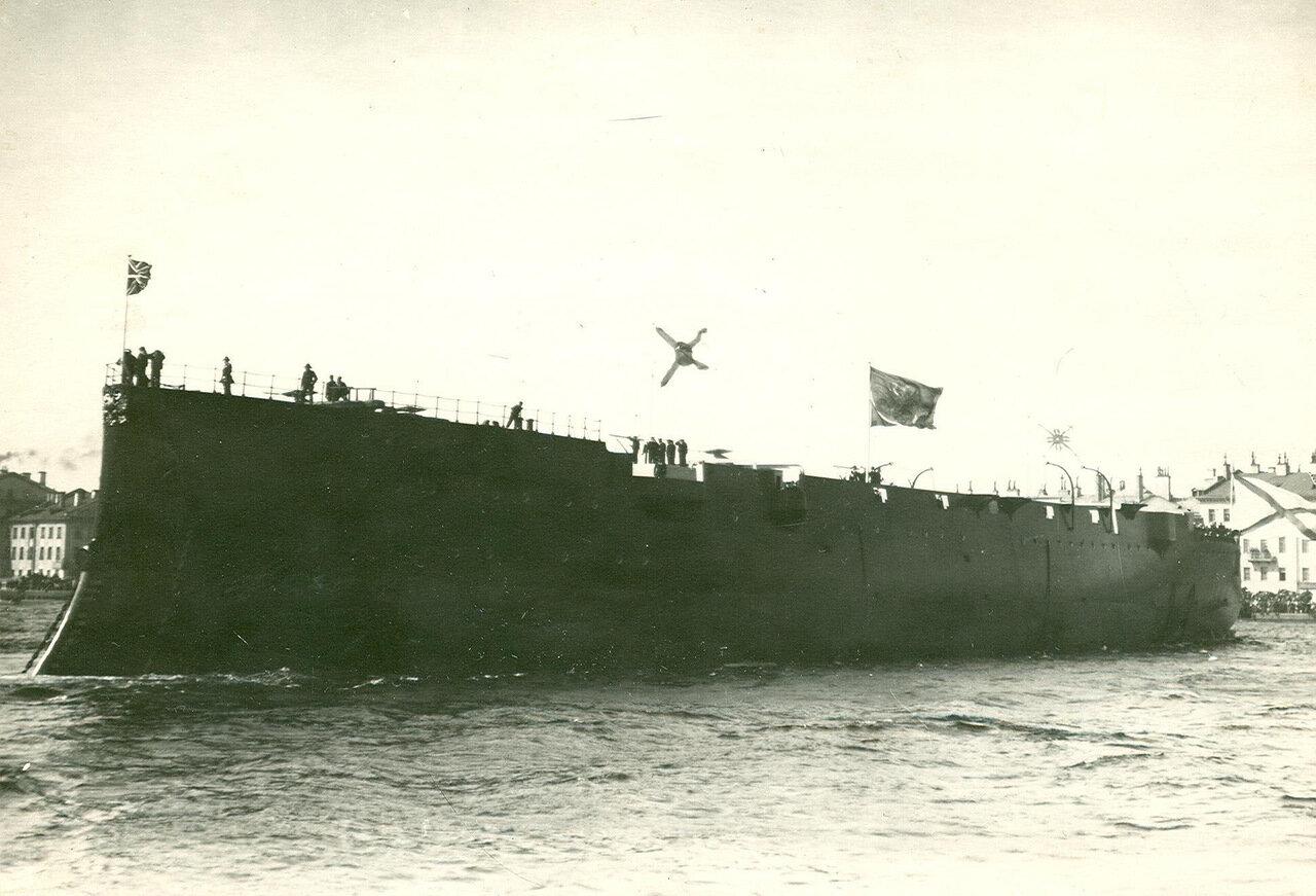 42. Крейсер, спущенный на воду