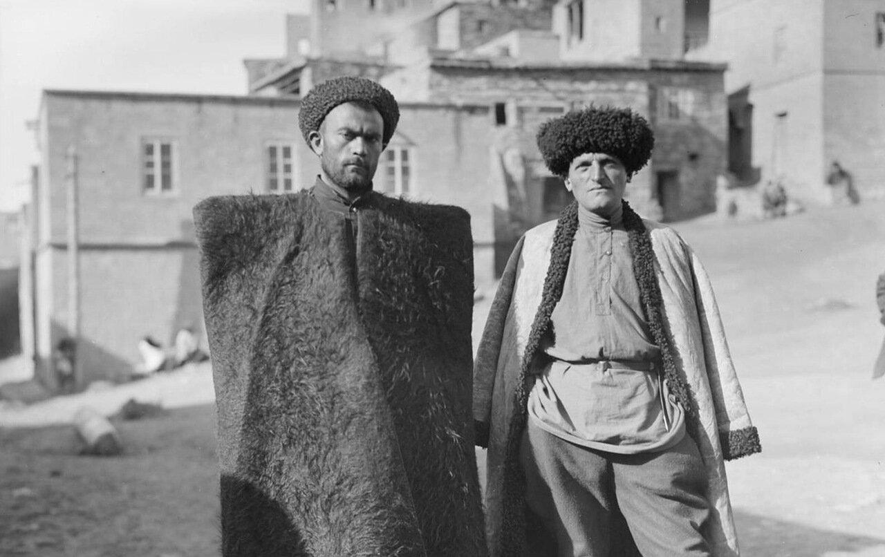 Дагестанцы в традиционной одежде